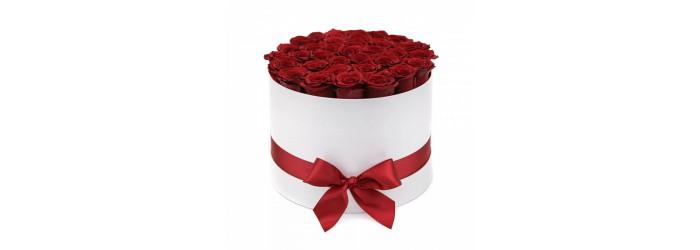 Цветы в коробке. Заказать розы, букеты, композиции в шляпной коробке в Рязани.