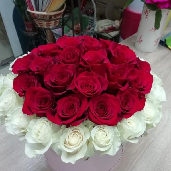 45 роз в коробке