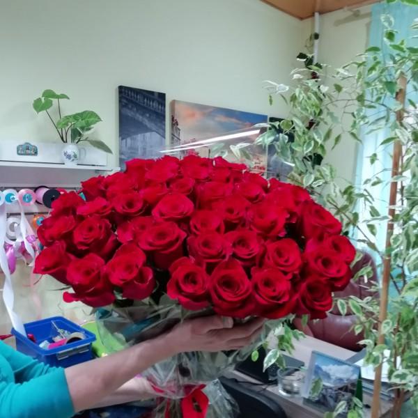 Букет из 45 роз в пленке