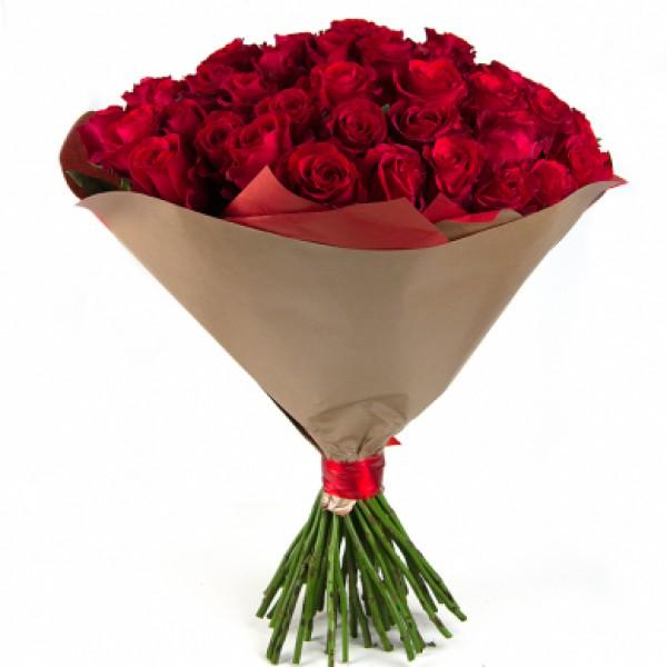 51 бордовая роза в крафте