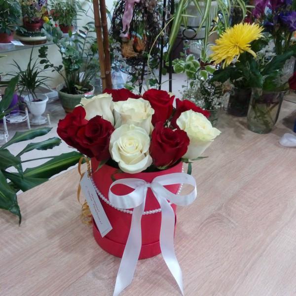 Арлекино в коробке 11 роз