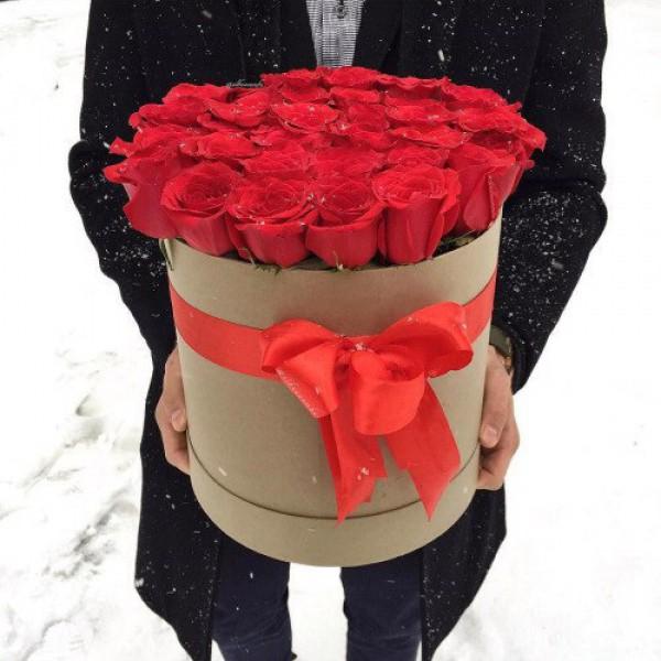 25 роз в крафт коробке