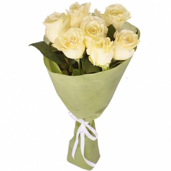 7 белых роз с фетром