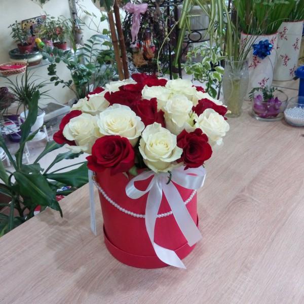 Арлекино в коробке 25 роз