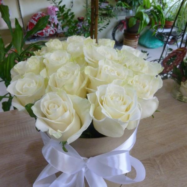 15 роз в крафт коробке