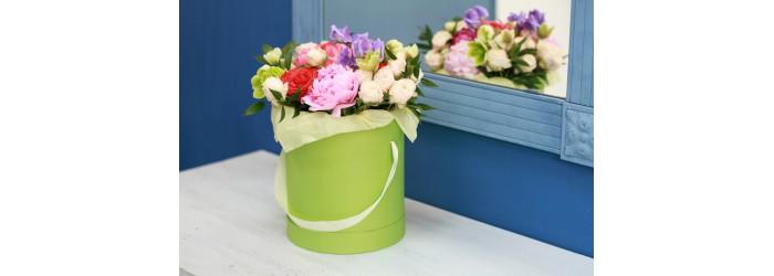 Цветы в шляпной коробке в Рязани. Заказать на сайте с бесплатной доставкой!